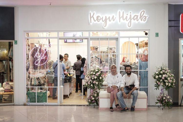 Pasangan suami istri pemilik Koyu Hijab, Reni Afriyanti dan Irvan Sofian.