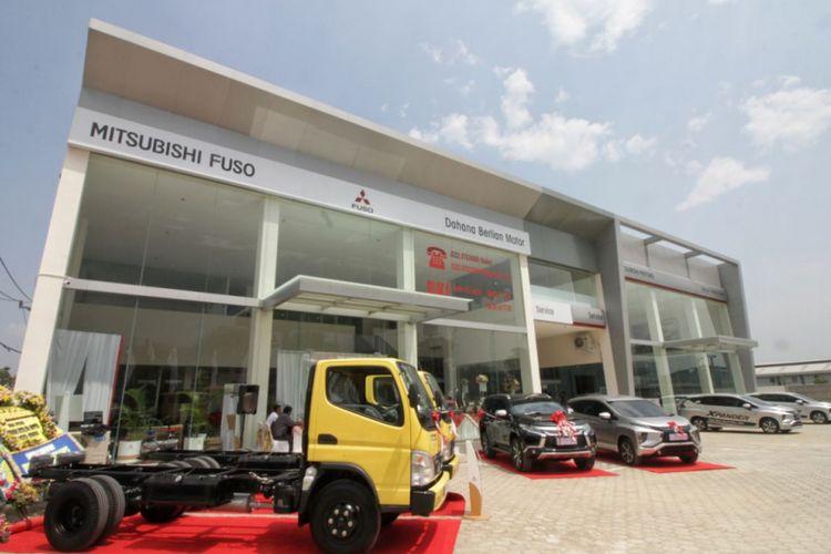 Fasilitas dealer terbaru PT Dahana Berlian Motor (DBM) di Rancaekek, menjamin layanan pemasaran dan purna jual dari city car Mirage sampai truk Fuso.