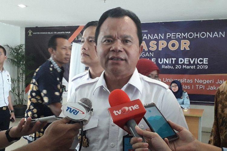 Direktur Jenderal Imigrasi Kementerian Hukum dan HAM memberi keterangan kepada wartawan di Kampus Universitas Negeri Jakarta (UNJ), Rabu (20/3/2019).