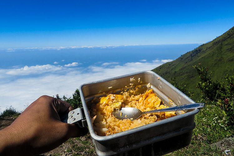 Ilustrasi makanan pendaki gunung