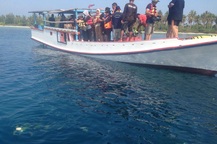 Sejumlah wisatawan hendak melakukan diving di perairan Kepulauan Karimunjawa