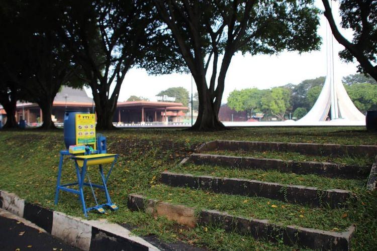 Tempat cuci tangan tersedia di sejumlah titik di dalam area Taman Mini Indonesia Indah (TMII), Jakarta Timur, Kamis (18/6/2020).