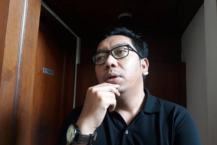 Peneliti Indonesia Corruption Watch (ICW) Kurnia Ramadhana di kantor ICW, Jakarta Selatan, Senin (9/3/2020).