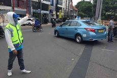 Cerita Pak Ogah Hampir Ditabrak Mobil Mewah hingga Ditendang