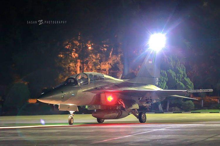 Salah satu pesawat Tempur TNI AU saat melakukan kegiatan terbang malam.
