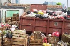 Warga Keluhkan Bau Busuk dari Tumpukan Sampah di Pasar Cawang Kavling