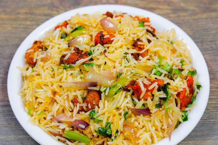 Ilustrasi nasi goreng india.