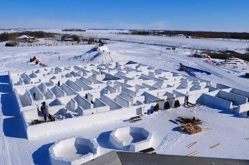 Pasangan di Kanada Cetak Rekor Labirin Salju Terbesar di Dunia