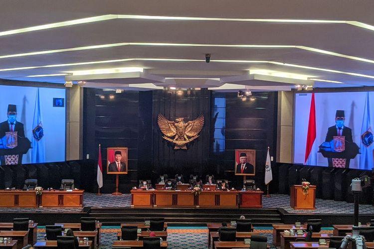 Rapat Paripurna penandatanganan Raperda APBD DKI Jakarta 2021 di ruang rapat Paripurna DPRD DKI Jakarta, Senin (7/12/2020)