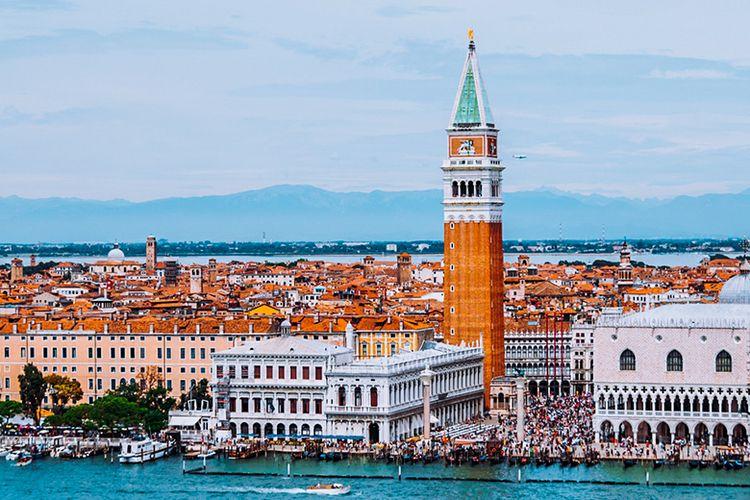 Campanile atau Menara Lonceng di Venesia.