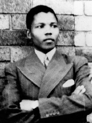 Nelson Mandela pada 1937. (Wikipedia)