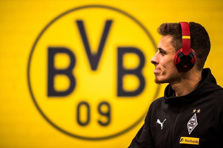 Thorgan Hazard resmi bergabung dengan Borussia Dortmund seusai lima musim membela Borussia Moenchengladbach, Rabu (22/5/2019).