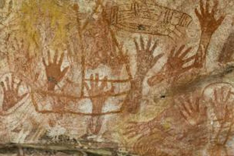 Suku Aborigin merekam jejak cerita selama ribuan tahun lewat lukisan dinding.
