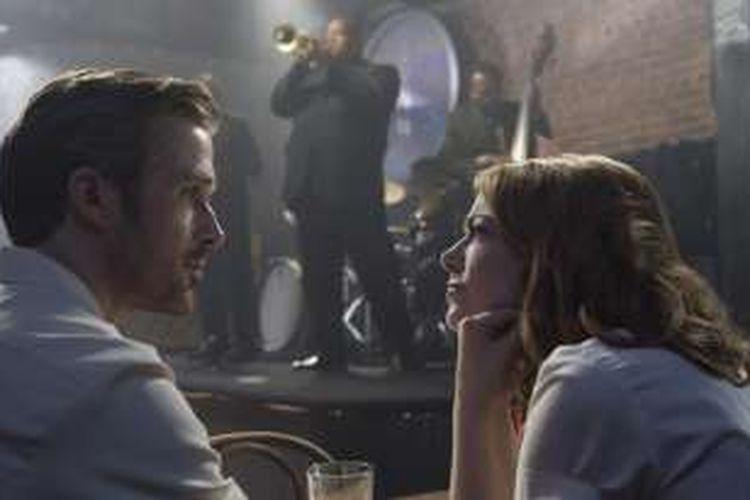 Ryan Gosling dan Emma Stone bermain dalam film La La Land (2016)