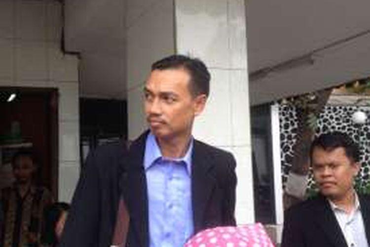 Mantan Ketua Gerakan Fajar Nusantara, Mahful Tumanurung, saat memenuhi panggilan Badan Koordinasi Pengawasan Aliran dan Kepercayaan Masyarakat untuk dimintai keterangan soal Gafatar di kantor Jaksa Agung Muda Intelijen, Kejaksaan Agung, Jumat (29/1/2016).