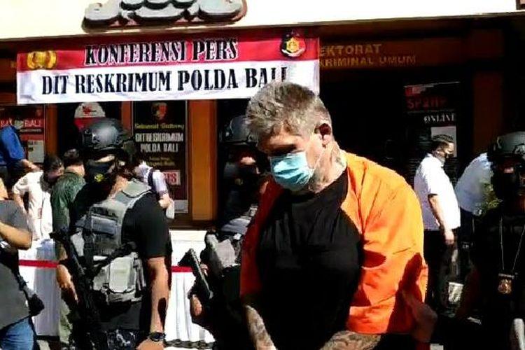 WN Rusia yang diduga melakukan tindakan pemerasan kepada pengusaha asal Uzbekistan di Bali