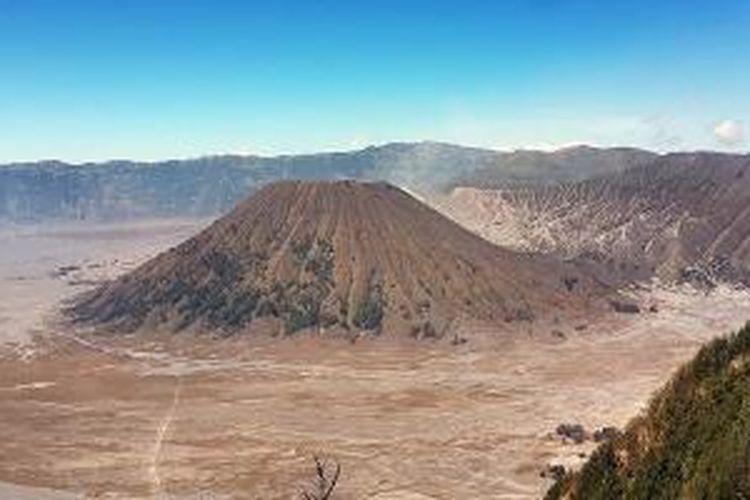 Gunung Batok dari ketinggian.