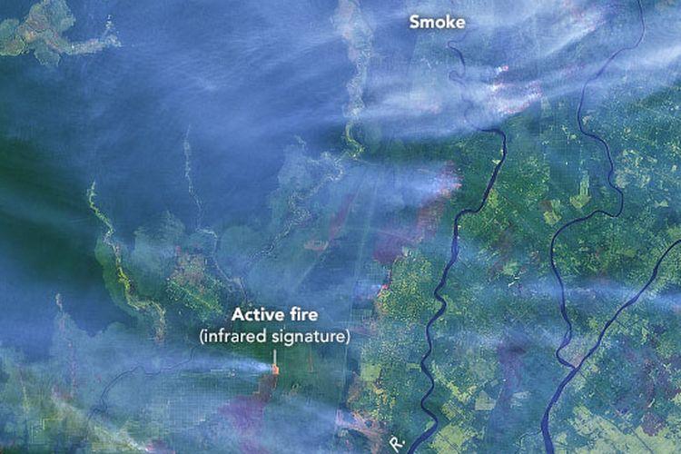 Gambar dari Operational Land Imager (OLI)  menunjukkan api membakar beberapa daerah kelapa sawit di Kalimantan Selatan. Foto diambil 15 September 2019.