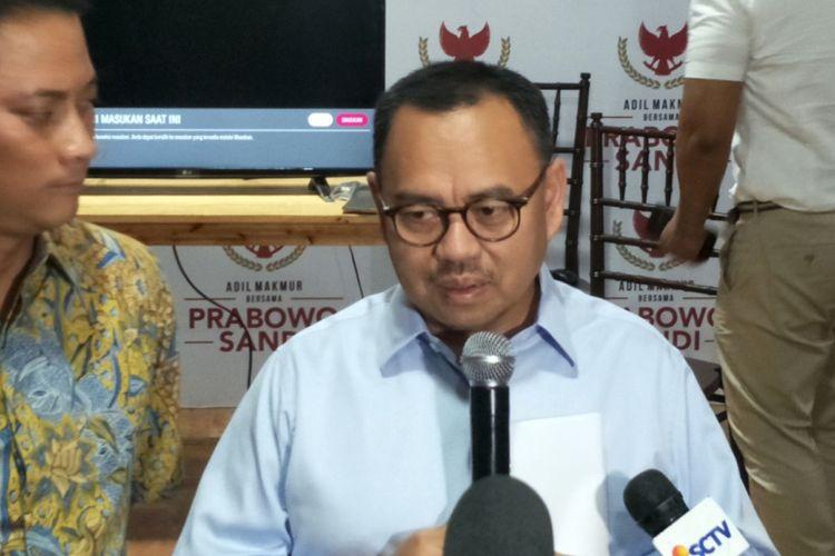 Juru kampanye nasional Badan Pemenangan Nasional (BPN) pasangan Prabowo Subianto-Sandiaga Uno, Sudirman Said, saat memberikan keterangan di media center Prabowo-Sandiaga, Jalan Sriwijaya I, Jakarta Selatan, Selasa (23/10/2018).