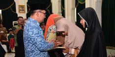 Wafat Ketika Tugas, Pemprov Jabar Santuni 49 Keluarga Petugas Pemilu Rp 50 Juta