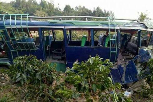 Cerita Bocah Ena Merangkak Keluar dari Bus Sekolah yang Masuk Jurang