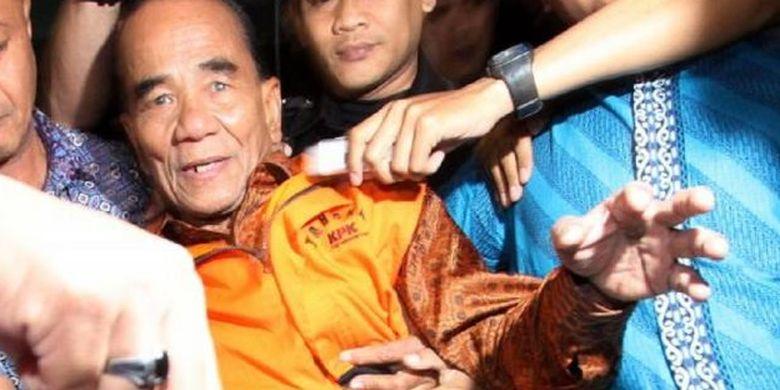 Gubernur Riau Annas Maamun ketika digiring KPK ke Rutan Guntur