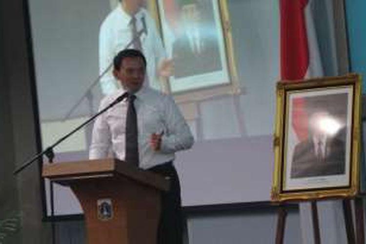 Gubernur DKI Jakarta Basuki Tjahaja Purnama saat menyampaikan sambutan dalam penandatanganan nota kesepahaman kerjasama Pemprov DKI Jakarta dengan BPJS Ketenagakerjaan di Balai Kota, Rabu (16/3/2016).