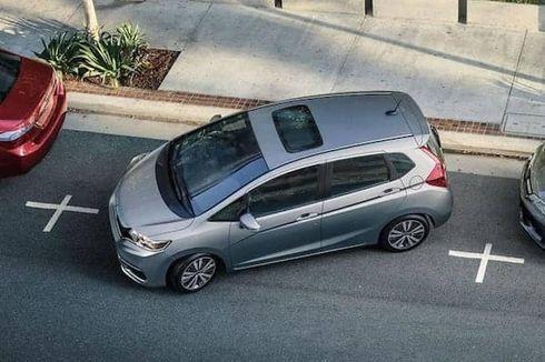 Begini Cara Parkir Mundur yang Aman Pakai Mobil Transmisi Matik