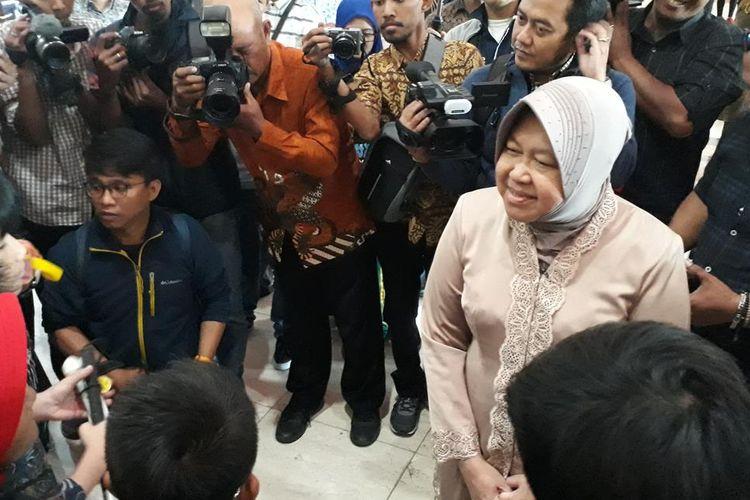 Wali Kota Surabaya Tri Rismaharini mendengar cerita dan pengalaman siswa-siswi ABK yang baru pulang dari Kota Liverpool di Balai Kota Surabaya, Rabu (7/8/2019).