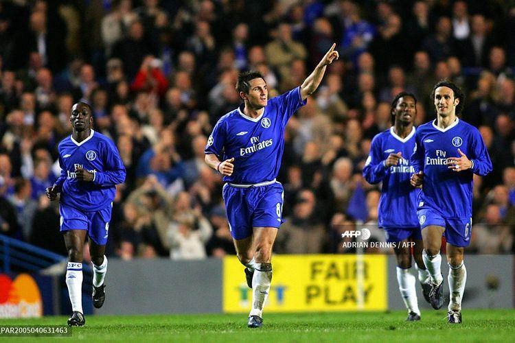 Frank Lampard merayakan gol setelah mencetak gol bagi Chelsea kontra Barcelona pada laga leg pertama babak perempat final Liga Champions di Stamford Bridge, London, pada 6 April 2005.