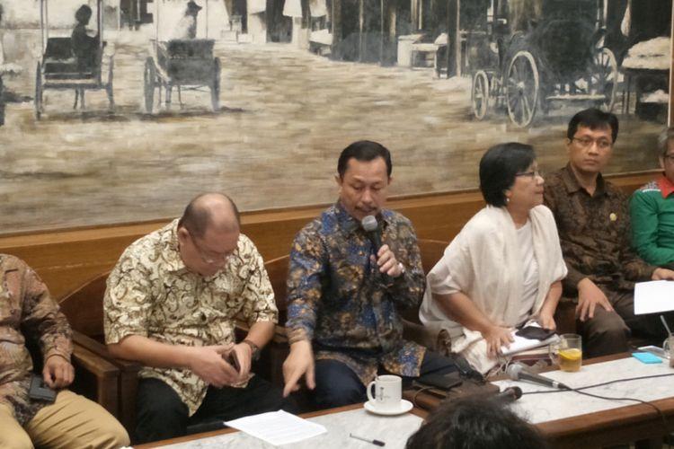 Ketua Komnas HAM Ahmad Taufan Damanik saat menggelar konferensi pers terkait evaluasi 4 tahun pemerintahan Jokowi-JK dan penegakan HAM, di kawasan Cikini, Jakarta Pusat, Jumat (19/10/2018).
