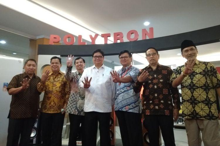 Menteri Perindustrian Airlangga Hartarto mengunjungi pabrik PT Hartono Instana Teknologi, pemilik merek dagang Polytron, di Kudus, Senin, (4/6/2018). Dalam lawatan tersebut, Dirjen ILMATE Kemenperin Harjanto mengatakan Polytron dapat menjadi Samsungnya Indonesia.