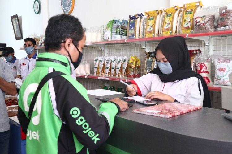 Super App Gojek menggandeng Pasar Mitra Tani di Banten untuk menghadirkan layanan belanja online bahan pangan, Rabu (7/10/2020)