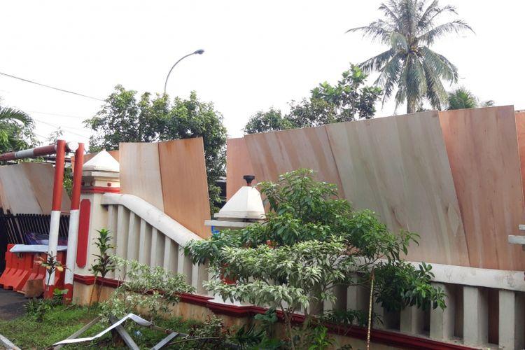 Polsek Ciracas, Jakarta Timur usai dibakar sekelompok massa, Rabu (12/12/2018)