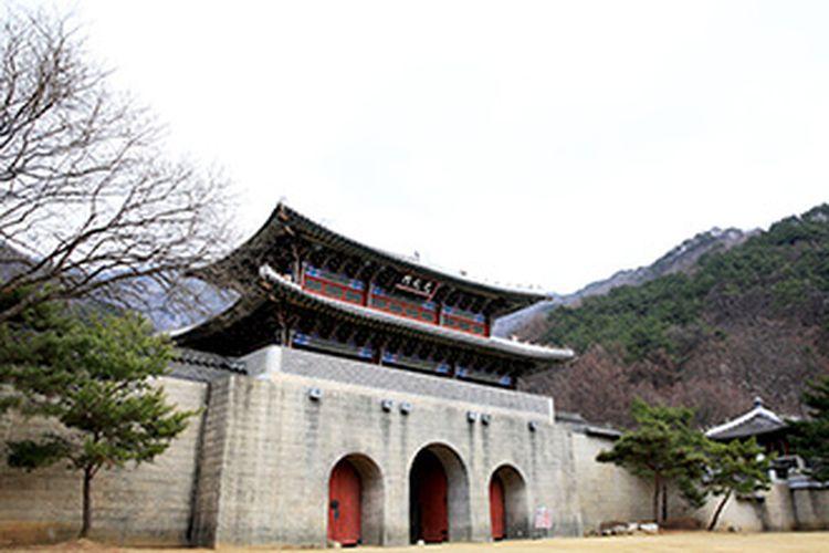 Replika Gerbang Gwanghwamun