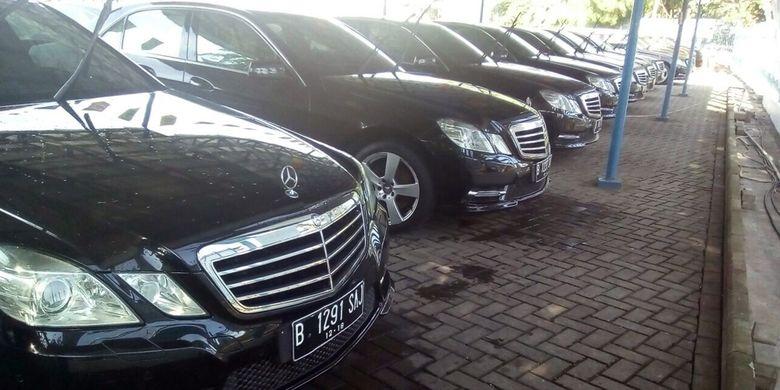 Blue Bird menjual Mercedes-Benz E 250 yang pernah dipakai rombongan Raja Arab Saudi Salman bin Abdulaziz saat mengunjungi Indonesia.