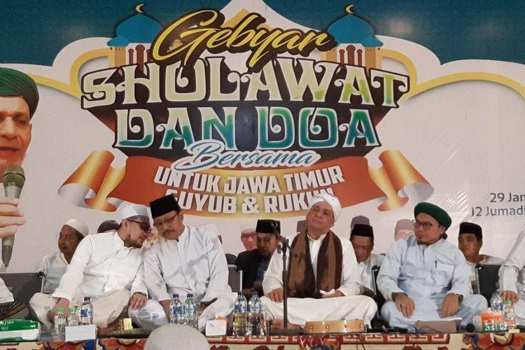 Gus Ipul, calon Gubernur Jawa Timur dalam kesempatan Gebyar Sholawat dan Doa bersama untuk Jawa Timur Guyub dan Rukun di Surabaya.