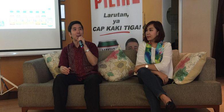 Dr.Laurentius Aswin Pramono, Sp.PD (kiri) dan Yuna Eka Kristina, Senior PR Manager PT Kino Indonesia Tbk (kanan).