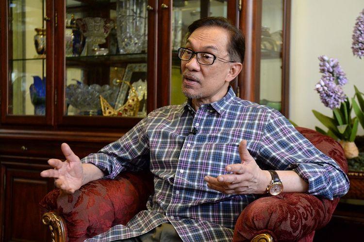 Anwar Ibrahim (70), saat diwawancarai di kediamannya di Kuala Lumpur, Kamis (17/5/2018).