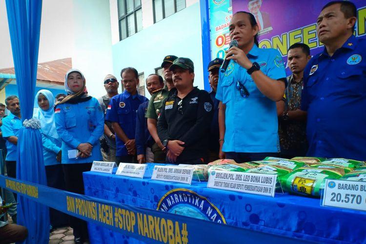 Deputi Pemberantasan Badan Narkotika Nasional (BNN) Pusat Arman Depari dalam konferensi pers di halaman Kantor BNNK Langsa, Jumat (11/10/2019).