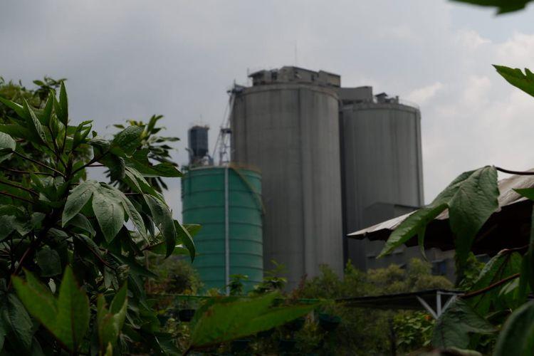 Suasana di pabrik Indocement Palimanan, Cirebon, Jawa Barat.