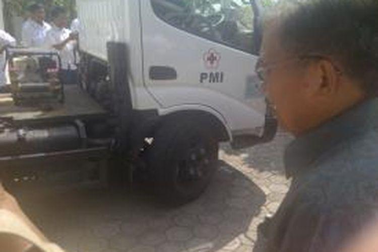 Ketua PMI Jusuf Kalla melepas bantuan mobil tanki air untuk sejumlah wilayah di Jawa Tengah. Acara ini berlangsung di Purwokerto, Senin (23/9/2013).