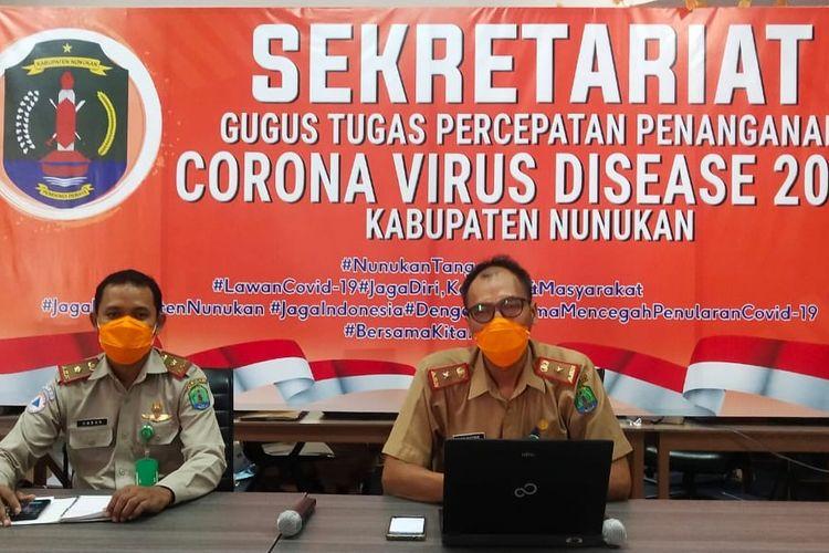 Konferensi pers oleh juru bicara Satgas Penanganan Covid-19 kabupaten Nunukan Kaltara Aris Suyono bersama Kasubid kedaruratan BPBD Nunukan Hasan