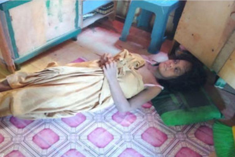 Marida (30) warga Dabo Lama RT 01 RW 03 Kelurahan Dabo Lama, Kecamatan Singkep, Kabupaten Lingga, Kepulauan Riau tiba-tiba saja mengalami kebutaan yang disertai gatal-gatal di sekujur tubuhnya. Dirinya pernah dirawat di Rumah Sakit Umum Daerah (RSUD) Dabo awal Januari 2019 hingga akhirnya dirujuk ke Rumah sakit di Tanjungpinang. Namun karena tidak memiliki biaya, akhirnya wanita yang kesehariannya sebagai pemulung ini memilih untuk dirawat di rumah.