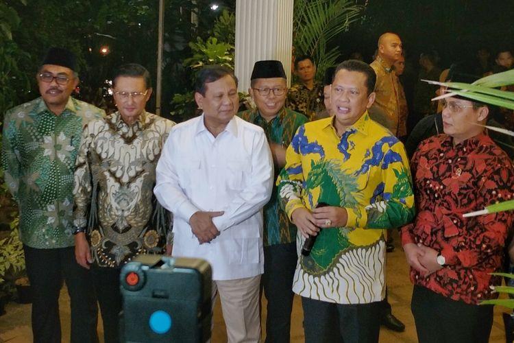 Ketua MPR Bambang Soesatyo saat memberikan keterangan seusai bertemu Ketua Umum Partai Gerindra Prabowo Subianto, di kediaman Prabowo, Jalan Kertanegara, Jakarta Selatan, Jumat (11/10/2019).