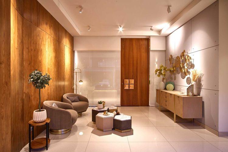 Ruang tamu yang memadukan berbagai gaya ke dalam desain interior rumah eklektik modern