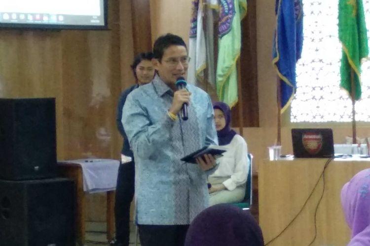 Wakil Gubernur DKI Jakarta Sandiaga Uno membuka Jakartas Public Health Meeting 2018 di UHAMKA, Jakarta Selatan, Sabtu (28/4/2018).