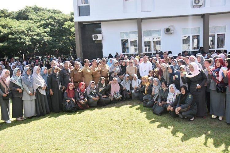 Sebanyak 1000 guru non ASN di Kabupaten Luwu Utara menerima kartu BPJS Ketenagakerjaan.