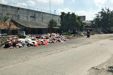 Warga Buang Sampah di Jalan Irigasi Harapan Jaya Bekasi karena Tak Ada Tempat Penampungan Sementara