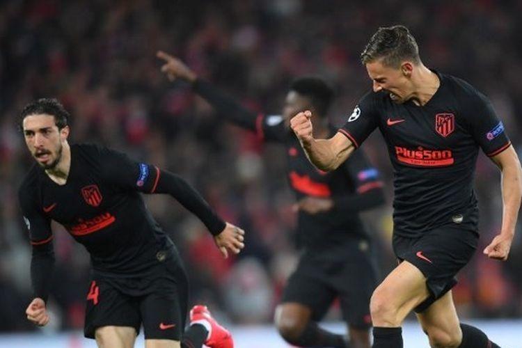 Pemain Atletico Madrid, Marcos Llorente, merayakan golnya ke gawang Liverpool, Kamis (12/3/2020) dini hari WIB.